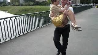 Перенести невесту через мост