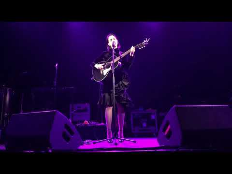 Off The Air: Jammin' Jessie - WATCH: St. Vincent Covers RHCP 'Breaking The Girl'