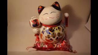 Кот удачи манеко неко фарфоровый с молитвенным барабаном