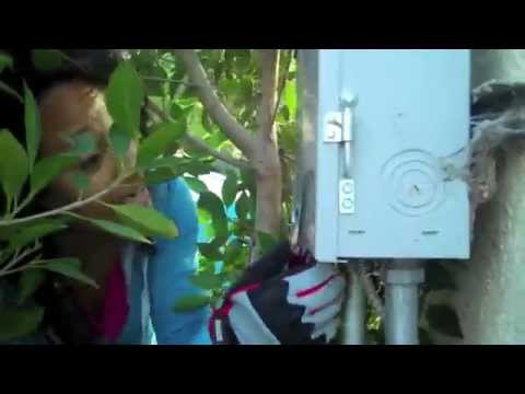 how to open an outdoor electrical box youtube rh youtube com