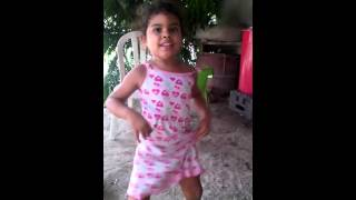 Danna Baila y le canta Monica moscote