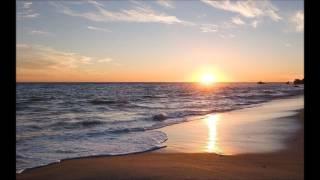 杏里さんの『砂浜』作詞:作曲:伊藤薫さん 人気の曲なので、多くの方が...