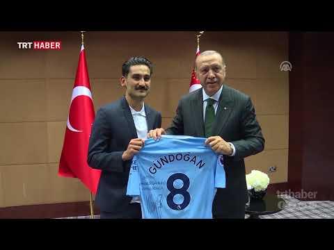 Cumhurbaşkanı Erdoğan, İngiltere'deki Türk futbolcuları kabul etti