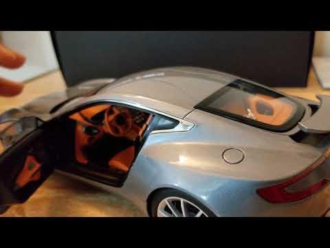 ASTON MARTIN ONE 77 (1/18 SCALE AUTO ART REVIEW) VILLA D ESTA BLUE