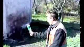 мужик разбивает бутылку о голову ))).flv