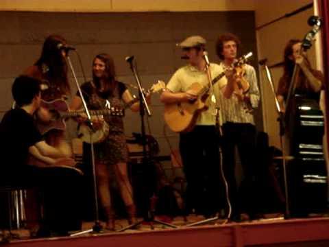 Jukebox gypsy perform Hey Mama