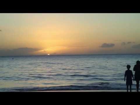 Hawaiian Music - Relaxing Acoustic Ukulele Guitar Instrumental Hawaii Songs over Maui Sunset