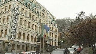 من سيخرج أوكرانيا من العجز المالي؟