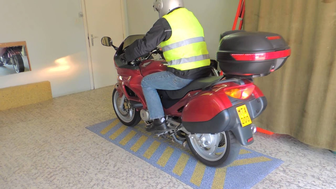 Garagemat voor onder de motor motomat motormat mat motor youtube - Outs kleine ruimte ...