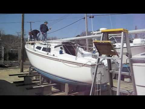 How to Lower a Sailboat Mast