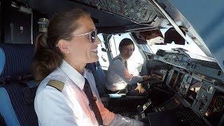 Airbus A380 - Two female double decker pilots (planestream.de)