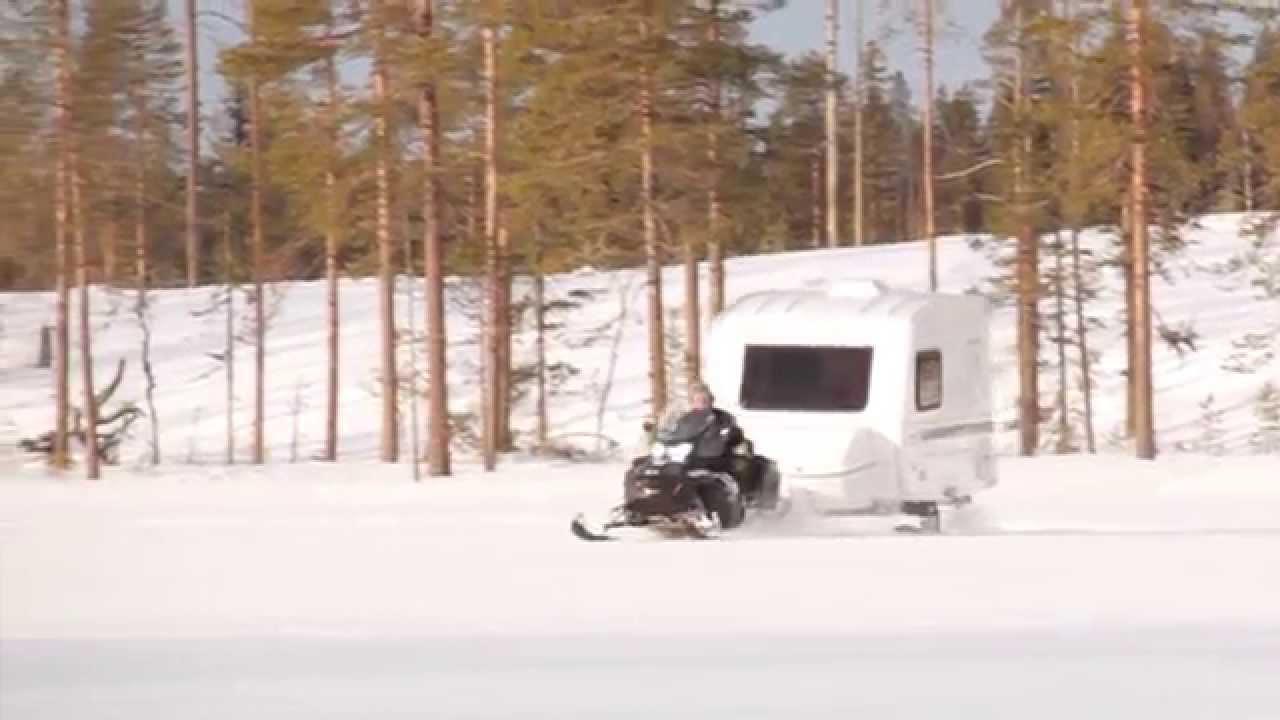 vinter camping i en travel trailer