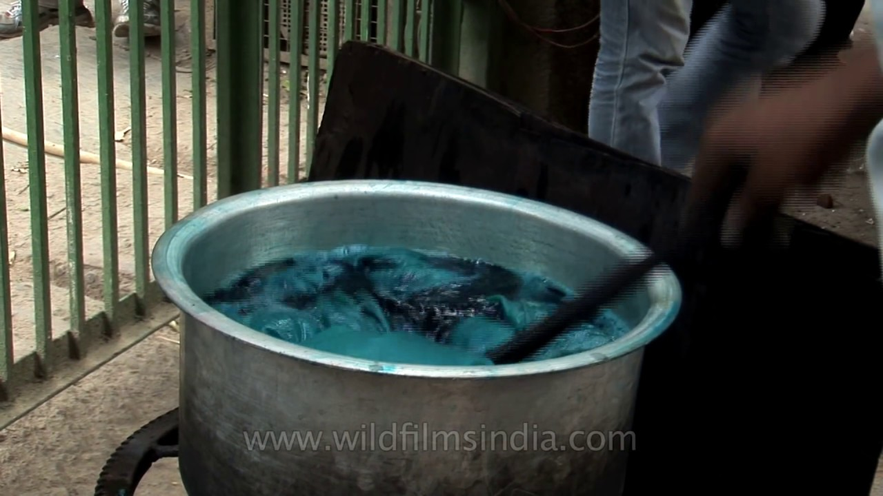 How cloth is dyed in India