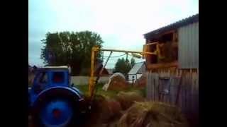 Погрузка рулонов трактором Т-40