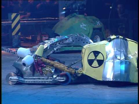 Robot Wars: Razer vs Robochicken vs Velocirippa (Raw Footage)