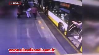 İstanbul'da metrobüsteki bıçaklı dehşet kamerada