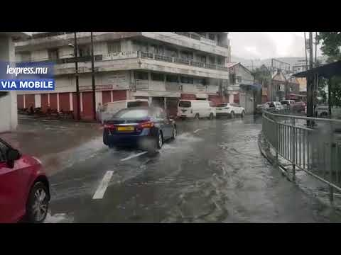 Mauvais temps: les rues de la capitale inondées