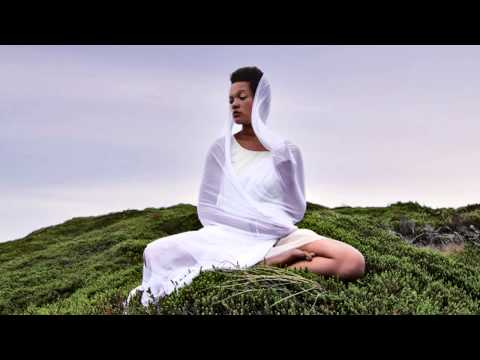 Gayatri Mantra // Yoga Meditation - 108 times, peaceful chan