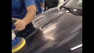 видео Восстановительная полировка кузова автомобиля. Как избавиться от царапин на кузове