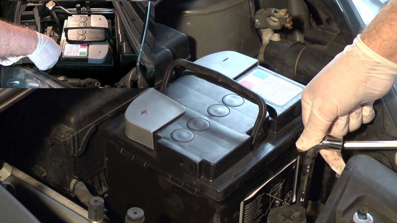 Toyota Aigo 2017 >> Toyota Aygo Sostituire la batteria - YouTube