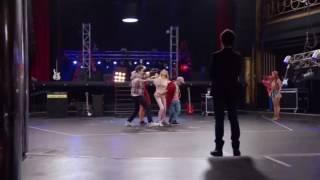 "Violetta: Виолетта и ребята поют песню "" Supercreativa"""
