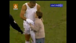 Football Respect - Ronaldo (Luiz Nazario De lima)(Brazilian Ronaldo gives his shirt to fan., 2015-06-13T15:25:37.000Z)