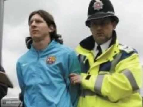 messi gets escorted by police vs chelsea