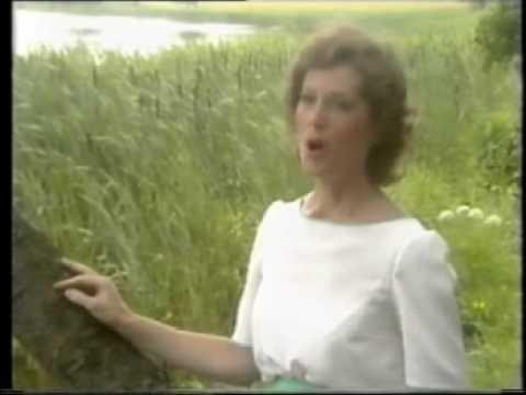 Mary O'Hara  - Dandling Song & Sally Gardens