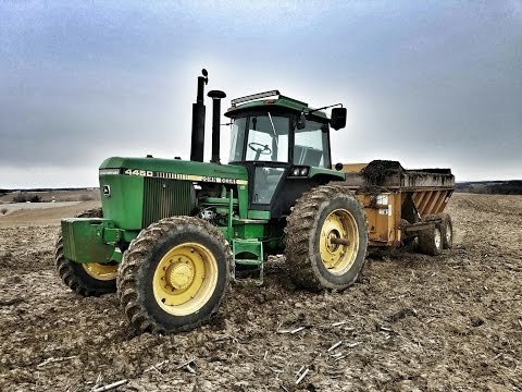 Loading and Spreading Manure! - Kuhn Knight 8118