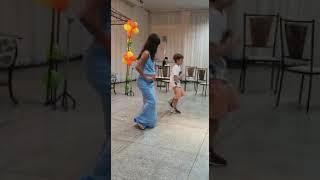 Dança com meu filho no chá fraldas