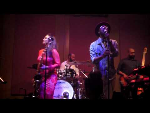Jessy J performs Silent Night live  at Spaghettini feat. Maurice Smith