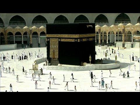 شاهد.. مسلمون يؤدون صلاة الفجر في المسجد الحرام بعد أشهر من الانقطاع بسبب كورونا…