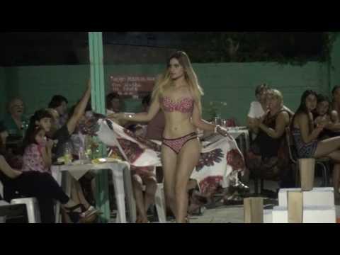 REINA PISCINA LAURELES 2017 - Fray Bentos (clip 1)