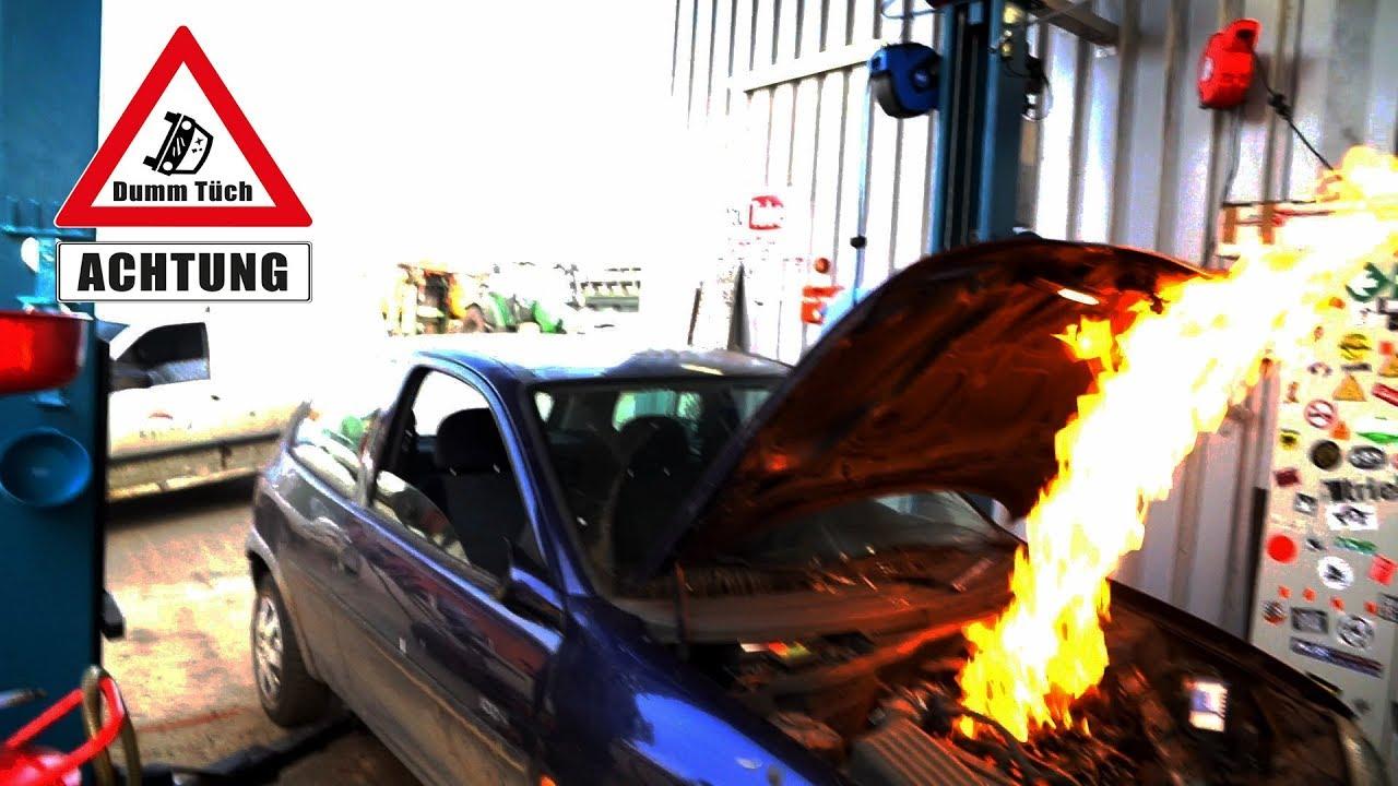 Motor fängt Feuer - Corsa nach der Motorwäsche| Dumm Tüch