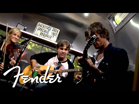 "Court Yard Hounds Perform ""Sunshine""   Fender"