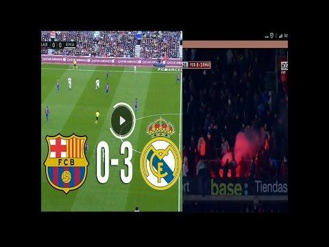 NGAMUK!! fans Barcelona melempar flare ke penonton Madrid.