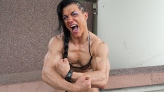 Suzy Kellner playing with her muscles - at FIBO Germany - part I