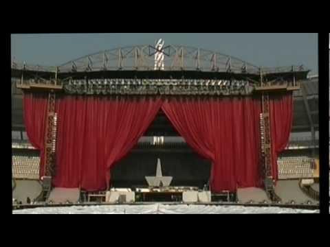 Gigantic swag curtain, opening test