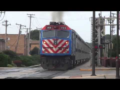 Railfanning 2 Trains in Oak Lawn Illinois (Metra Southwest Service)