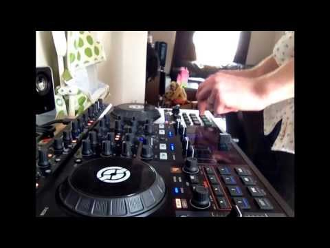 Traktor S4 – Using cue points in a mix (Billy Soma)