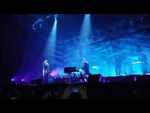 Hurts - Something I need to know (live at...