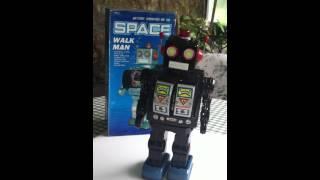 Space Walk Man Robot.MOV