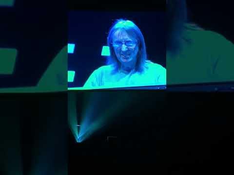 """Eric Clapton-Encore. """"Before you accuse me"""" Las Vegas."""