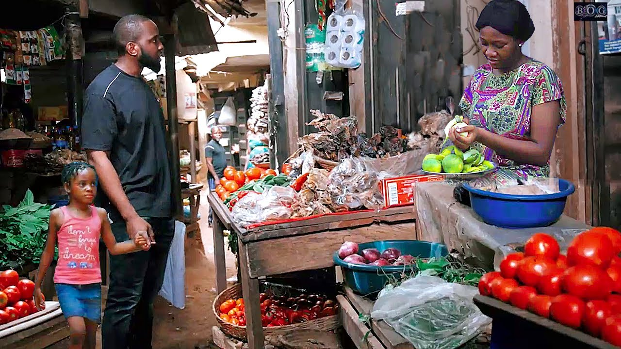 Download HE CAME 2 D MARKET WITH HIS BABY AS A POOR BEGER SHE GAVE DEM FRUITS BT DIDNT NO HE IS A BILIONAIRE