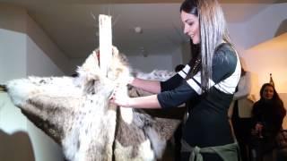 На выставке в Киеве разрезали шубу за 30 тысяч евро