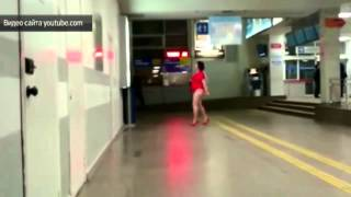 Секс бомба устроила эротическое шоу в аэропорту