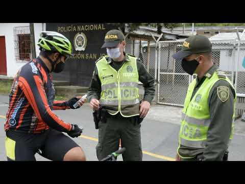 Los ciclistas felices de volver a montar