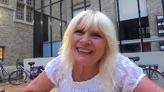 Wat betekent de zomer voor zangeres Mieke?