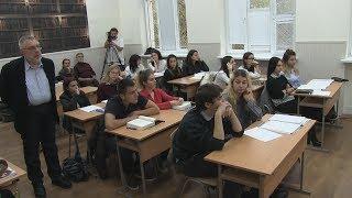 Урок по литература в 11.а клас с проф. д. н. Александър Панов