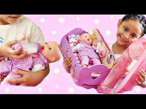 Jugando y cuidando a mi mu eca beb la aventuras de - Baneras con cambiador para bebes ...